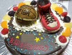 バスケットボールとシューズのケーキ