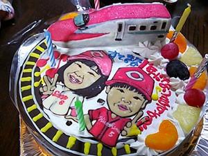 スーパーこまちと似顔絵のケーキ