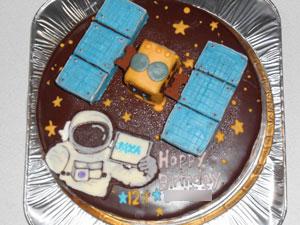 探査機はやぶさ2と宇宙飛行士のケーキ