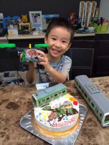 グリーンレンジャーと山手線立体ケーキ