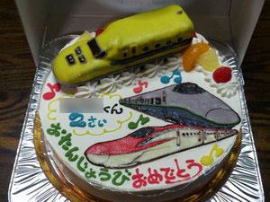 ドクターイエロー、新幹線つばさ、こまちのケーキ