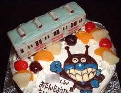 電車立体とばいきんまんケーキ