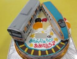 新幹線かがやきと電車ケーキ