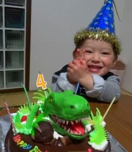 恐竜立体ケーキ
