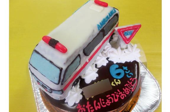 救急車ケーキ