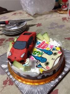 ランボルギーニとコマさんのケーキ