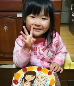 似顔絵とアナと雪の女王エルサのケーキ