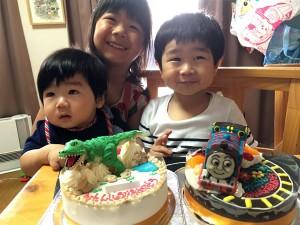 恐竜とトーマスケーキ