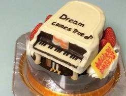 ピアノ立体ケーキ(ご来店のお客様)