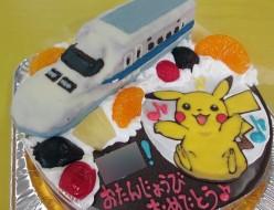 ピカチューと新幹線のケーキ