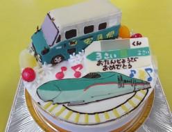 ヤマト宅急便車立体と新幹線はやぶさケーキ