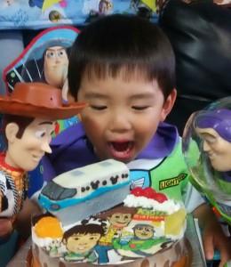 ディズニーモノレールとトイストーリーと似顔絵のケーキ