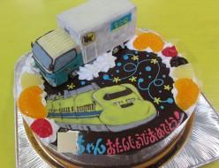 クロネコヤマトトラックとドクターイエローのケーキ