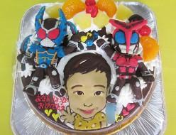 仮面ライダーカブト・仮面ライダーガタック立体と似顔絵のケーキ