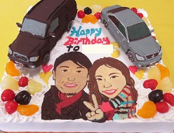 車と似顔絵のケーキ