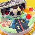 サッカーユニフォームとサッカーボールとゴール立体ケーキ