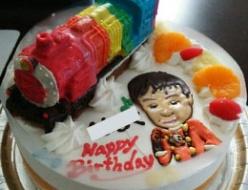 トッキュウ6号とレインボー列車ケーキ