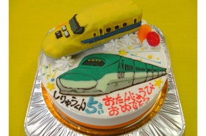 ドクターイエローと新幹線はやぶさケーキ