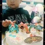 恐竜3体のクリスマスケーキ