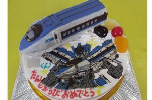 新幹線こだまの立体とシンカリオンこだまのイラストケーキ