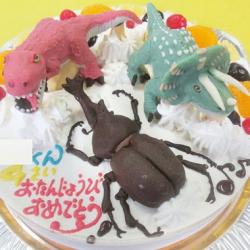 ティラノサウルス、トリケラトプス、カブトムシ立体ケーキ