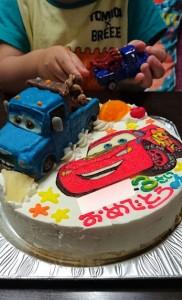 カーズ、マックウィーンとメーターのケーキ
