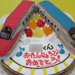 新幹線こまちとかがやき立体ケーキ