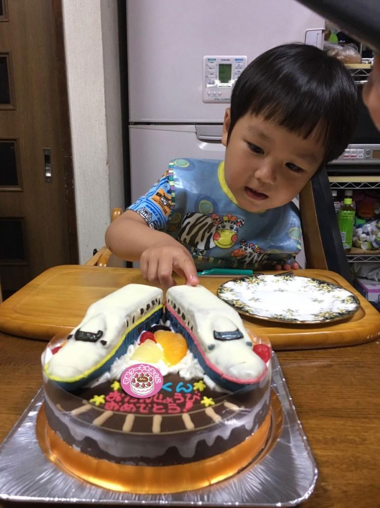 新幹線MAXE4系2台立体ケーキ