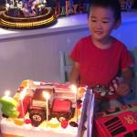 トラクターとジープと日本酒、三つの立体ケーキ