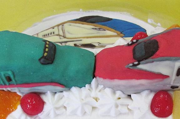 こまちとはやぶさ連結ケーキ オリジナルケーキおぐに電車車キャラクター