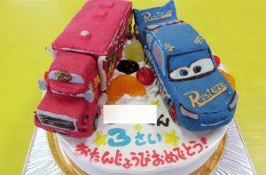カーズのマックとライトニングマックイーン(ファビュラスタイプ)ケーキ