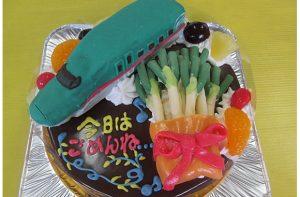 新幹線はやぶさ立体とネギのケーキ