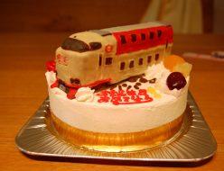 サンライズ電車立体ケーキ