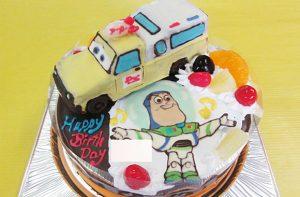 18㎝・ピザプラネットカーの立体、ミニバズのイラストケーキ