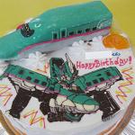 新幹線E5系はやぶさの立体ケーキ 新幹線変形ロボ シンカリオン E5系はやぶさケーキ