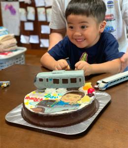 特急ラビュー立体と東京モノレールと似顔絵のケーキ