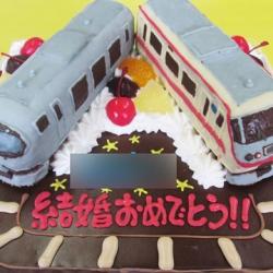 レッドアロークラシックとラビュー電車立体ケーキ
