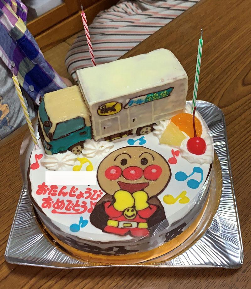 ヤマトトラックとアンパンマンのケーキ