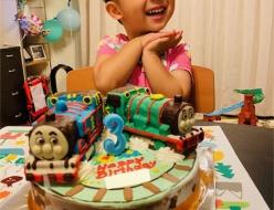トーマスとパーシー立体ケーキ