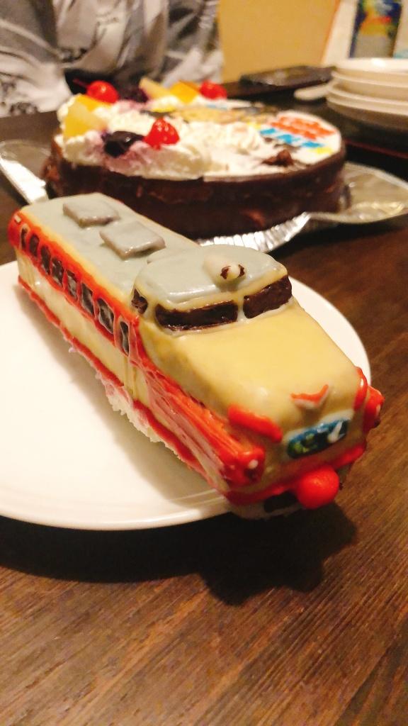 白鳥列車と似顔絵ケーキ