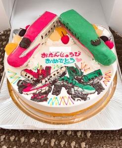 こまちとはやぶさシンカリオンケーキ