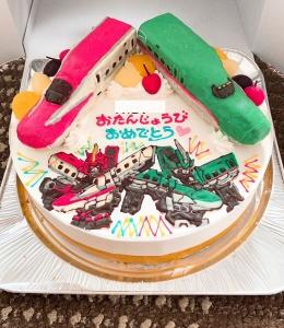 こまちとはやぶさ立体とシンカリオンイラストのケーキ